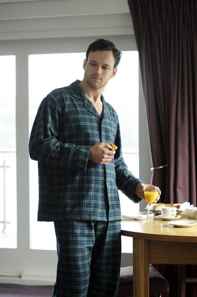 pyjama traditionnel en flannelle. Black Bedroom Furniture Sets. Home Design Ideas